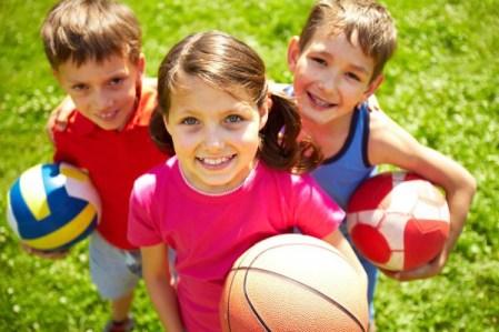 niños-deporte-balones